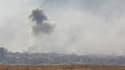 De la fumée s'échappe de la ville de Douma, dans la Ghouta orientale