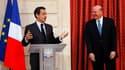 """Nicolas Sarkozy (à droite) a salué le rôle """"de plus en plus important"""" de Microsoft dans l'économie française en remettant mercredi les insignes de chevalier de la Légion d'honneur à Steve Ballmer (à gauche), PDG du géant américain des logiciels. /Photo p"""
