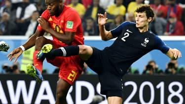 Batshuayi en duel avec Pavard lors de France-Belgique en 2018