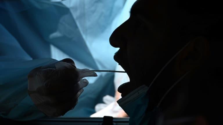 Covid-19: les tests salivaires rapides pas assez fiables, tranche la HAS
