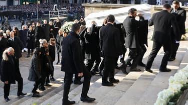 Le cortège funéraire portant le cercueil de Johnny Hallyday ce samedi