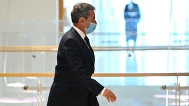Nicolas Sarkozy quitte le tribunal le 1er mars 2021 à Paris après sa condamnation