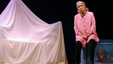 """Danielle Darrieux dans """"Oscar et la Dame Rose"""" en février 2003 à Paris"""