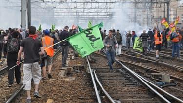 Des manifestants ont bloqué la gare Montparnasse à Paris, mardi après-midi.