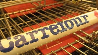 Alors que ses résultats 2012 devraient être connus jeudi, Carrefour souhaite lancer une grande offensive sur les prix, face à Leclerc.