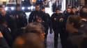 """Quatre personnes ont été interpellées après une manifestation des """"veilleurs"""" contre le mariage homosexuel devant l'Elysée mercredi soir."""