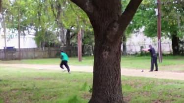 Capture d'écran extraite de la vidéo montrant le policier tirer sur Walter Scott, en avril dernier.