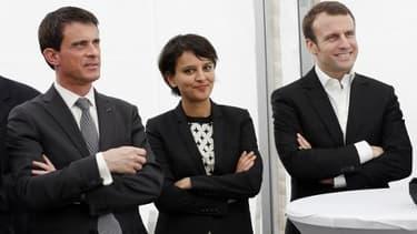 La ministre de l'Education nationale, Najat Vallaud-Belkacem aux côtés du ministre de l'Economie Emmanuel Macron et du Premier ministre Manuel Valls le 20 mars 2015 à Bourg-Saint-Andéol