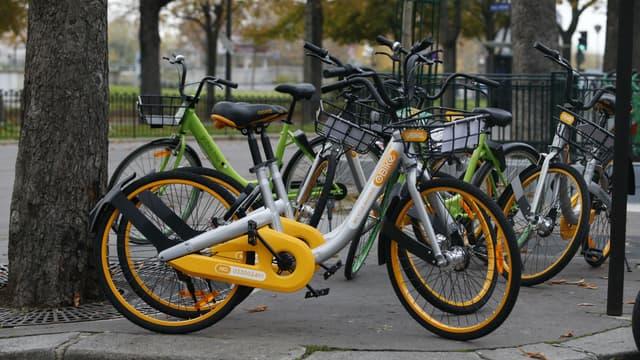Les opérateurs de vélo en libre-service ont signé une charte de bonne conduite à la mairie de Paris.