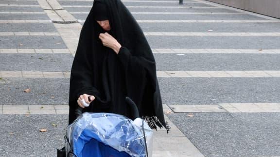 Souad, la soeur de Mohamed Merah à Toulouse fin décembre 2012.