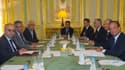 Le président François Hollande (à droite), son ministre des Affaires étrangères Laurent Fabius (2e à droite) rencontrant une délégation du Conseil national syrien, dont son président Abdel Basset Sayda (à gauche) à l'Elysée. François Hollande a encouragé