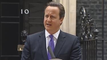 """David Cameron a dénoncé, lors d'un point presse devant Downing Street, """"une attaque contre la Grande-Bretagne""""."""