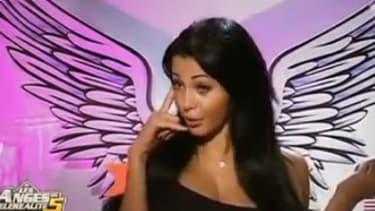"""Nabilla et son célèbre """"allô, quoi"""" pendant l'émission """"Les Anges de la téléréalité"""" sur NRJ12."""