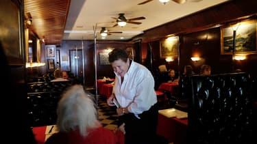 Maureen Donohue-Peters, propriétaire du Donohue's Steak House, a reçu un beau cadeau d'un de ses clients.