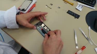 La plate-forme internet met en relation les consommateurs avec les usines de reconditionnement de produits électroniques.