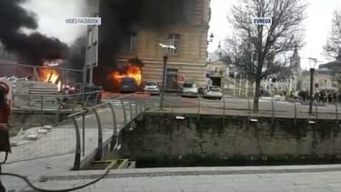 4 véhicules ont été incendiés