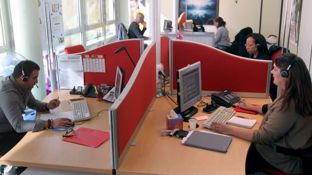 Un centre d'appels d'EDF à Paris, en 2012.