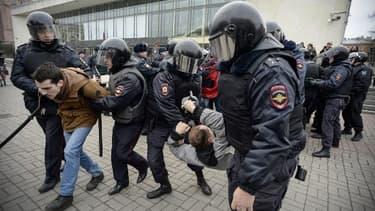 Arrestation pendant une manifestation à St Petersbourg le 6 novembre 2017