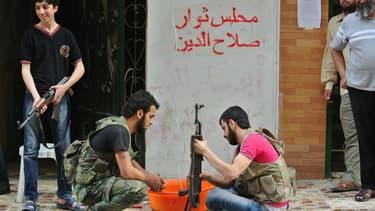 Les livraisons d'armes aux rebelles pourraient reprendre le 1er juin, mais le manque d'unité de l'opposition et la présence de jihadistes incite les européens à attendre.