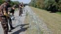 Ces barbelés s'étendent sur 41 kilomètres entre la Croatie et la Hongrie.