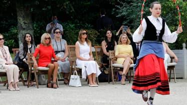 Les conjointes de chefs d'Etat assistent à un spectacle de danse basque, le 25 août à Cambo-les-Bains.
