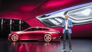 L'AMG GT Concept est une berline sportive hybride, capable de rouler en mode tout électrique ou de faire rugir son V8.
