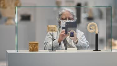 Une personne visite le Louvre-Lens le 3 juin dernier, pour sa réouverture