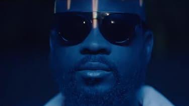 """Le rappeur Damso, dans le clip de son single, """"Smog""""."""