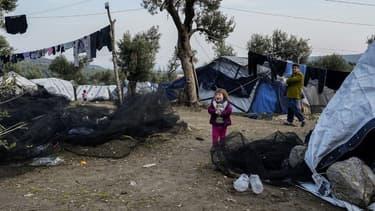 Un camps de fortune sur l'île grecque de Lesbos, adjacent au camps de réfugiés Moria, le 2 décembre 2018.