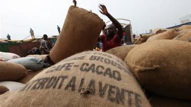 Laurent Gbagbo a décrété un contrôle de l'Etat sur l'industrie du cacao dont la Côte d'Ivoire est le premier producteur mondial. /Photo d'archives/REUTERS/Luc Gnago
