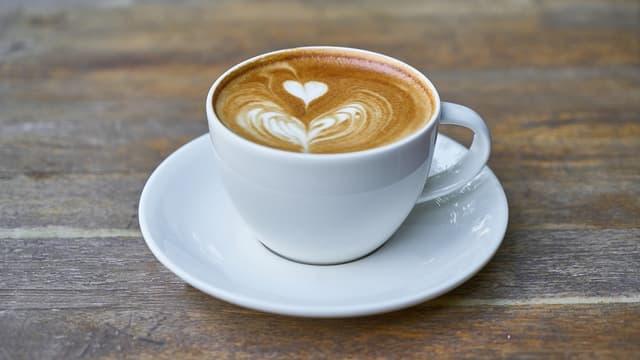 Attention: ne buvez pas votre café ou votre thé trop chaud