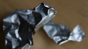 Les grands acteurs de l'aluminium sont accusés de garder leur stock pour faire grimper les prix.