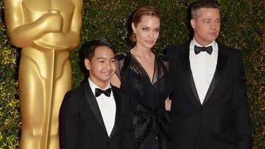 Maddox Jolie-Pitt et ses parents, Angelina Jolie et Brad Pitt en 2013.