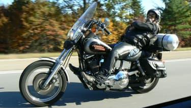 Pour récolter des fonds pour la recherche sur la maladie de Parkinson, ce motard américain a parcouru près de 1000 km sur sa Harley... sans les mains!