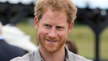 """Le prince Harry a avoué se sentir """"nerveux"""" avant de se faire piquer au bout d'undoigt."""