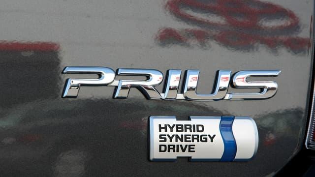 Après avoir écoulé 13 millions de véhicules hybrides à travers le monde depuis 1997, dont la célèbre Prius, Toyota veut permettre aux constructeurs mondiaux d'utiliser gratuitement sa technologie pour accélérer leur transition énergétique.