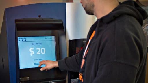 Les distributeurs de bitcoin, déjà disponibles dans plusieurs villes, fonctionnent principalement grâce à des applications mobile.