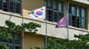 Le drapeau sud-coréen devant une école de Séoul