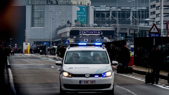 L'entrée de l'aéroport de Bruxelles a été soufflée par une importante explosion tôt dans la matinée du 22 ars 2016.