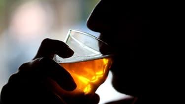 En France, la législation autorise à consommer deux verres d'alcool maximum avant de prendre le volant.