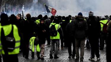 Des gilets jaunes manifestent à travers la France, le 15 décembre 2018