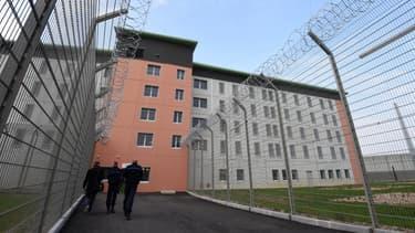 Le renseignement pénitentiaire assure un suivi des détenus radicalisés afin de transmettre les éléments aux services de sécurité intérieure.