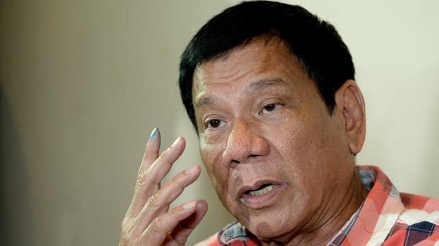 Rodrigo Duterte s'adresse à des journalistes le 9 mai à Davao.