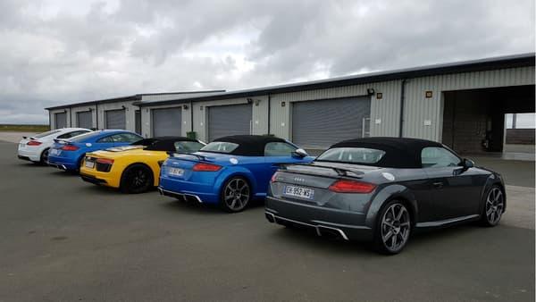 Entre les Audi TT RS Coupé et Roadster, une R8 tentant de passer inaperçue...