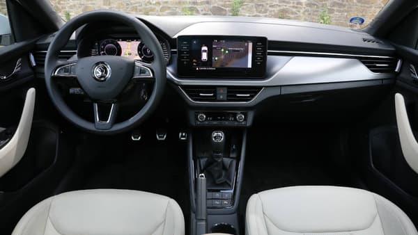 """La finition haute Style propose de série le nouveau système de navigation avec écran tactile 9,2"""", le digital cockpit (écran derrière le volant), les projecteurs full LED, mais aussi la caméra de recul et le système sans clé."""