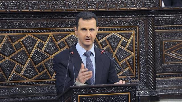 """Bachar al Assad lors d'un discours devant le parlement syrien, en juin dernier. Cité par l'hebdomadaire égyptien Al Ahram Al Arabi dans son édition de vendredi, le président syrien affirme que les groupes armés qui tentent de renverser son régime """"ne sero"""