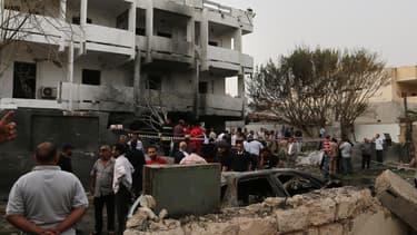 L'ambassade de France sera reconstruite dans un autre quartier de Tripoli, rapporte Le Parisien, ce jeudi.