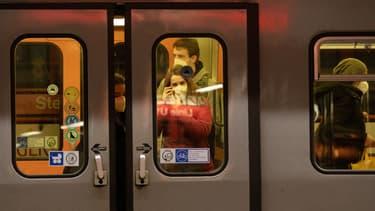 Des personnes dans le métro à Viennes, en Autriche, le 25 janvier 2021.