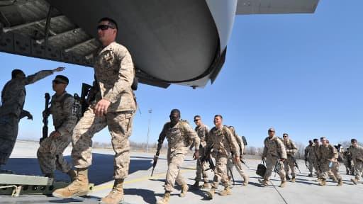 Des soldats américains en transit vers l'Aghanistan, en mars 2012.