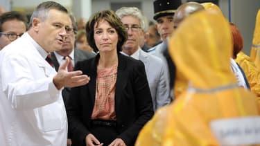 Marisol Touraine, lors d'un exercice de préparation des services du SAMU à la prise en charge d'un patient contaminé par Ebola.